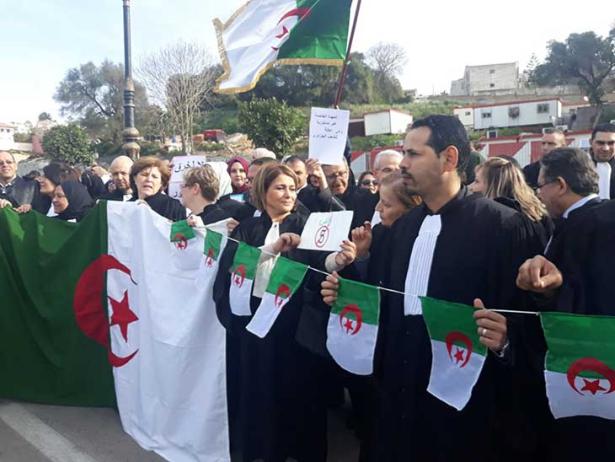 Violation des droits de la défense en Algérie: grogne des robes noires