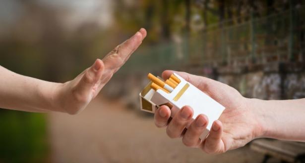 منظمة الصحة العالمية تحذر من طرق جر الشباب للتدخين