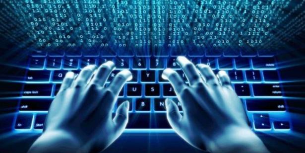 هجوم إلكتروني واسع النطاق يطال أكثر من ألف شركة بالولايات المتحدة
