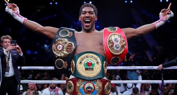 الملاكم آنتوني جوشوا يستعيد لقب بطولة العالم