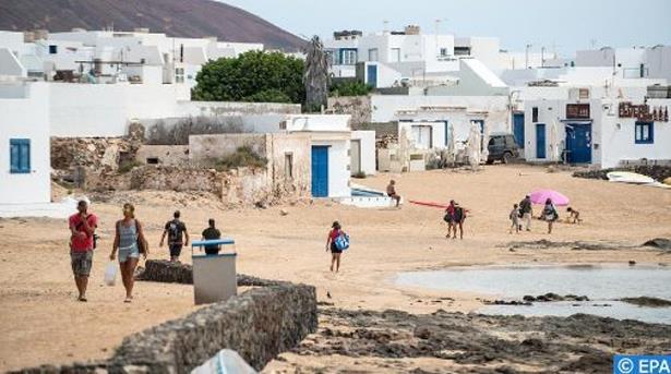 جزر الكناري .. أزمة خانقة تضرب القطاع السياحي جراء تمدد انتشار عدوى فيروس كوفيد 19