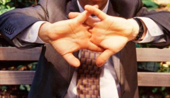 Le mystère des craquements de doigts enfin percé
