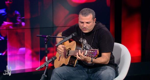 غاني يبدع في أداء أغنية Blue Suede Shoes لإلفيس بريسلي