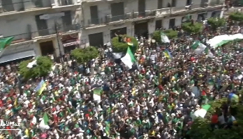 """حراك الجزائر في الجمعة الـ 20 تحت شعار """"تحرير الإنسان بعد تحرير الوطن"""""""