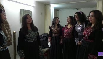 فرقة سورية تحافظ على التراث باستعراض للزغاريد وأغاني الأفراح