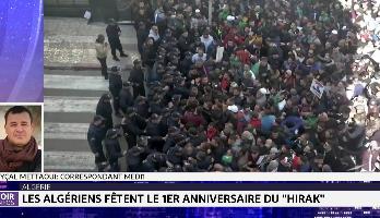 """Algérie: des milliers de personnes fêtent les un an du """"Hirak"""""""