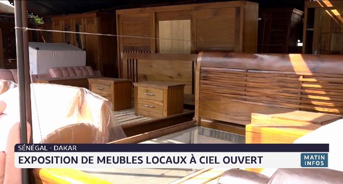 Dakar: Exposition de meubles locaux à ciel ouvert