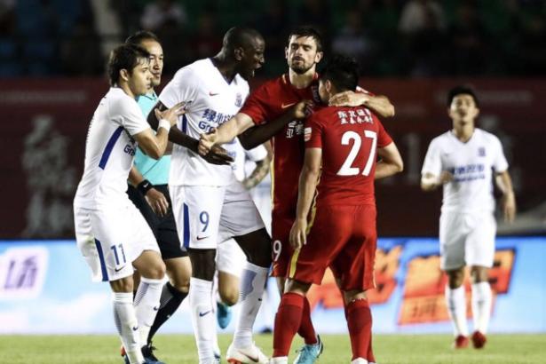 Chine: six matches de suspension pour le joueur qui a insulté Demba Ba