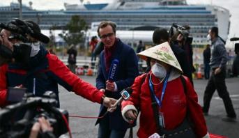 """بدء مغادرة ركاب سفينة """"دايموند برينسيس"""" في اليابان"""