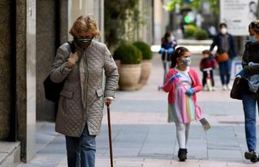 Les Espagnols autorisés à sortir de chez eux pour se promener et faire du sport