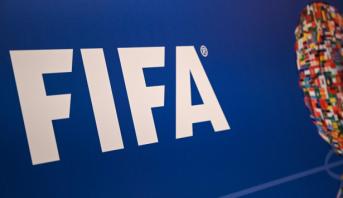 """""""فيفا"""" يخفف قواعد إتاحة اللاعبين في شتنبر بسبب فيروس كورونا"""