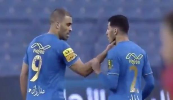 حمد الله في مرمى الانتقادات بعد اشتباك مع زميله في الفريق (فيديو)