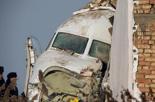 Kazakhstan: un accident d'avion fait 15 morts