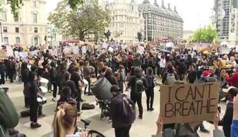 Londres: au moins 27 policiers blessés dans des manifestations contre le racisme à Londres