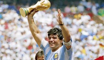 وفاة أسطورة كرة القدم الأرجنتينية دييغو مارادونا