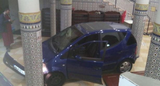 فرنسا.. سائق يقتحم مسجدا بسيارته في ضاحية ليل