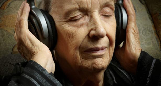 الموسيقى .. علاج لمرضى الخرف من الاكتئاب والتوتر