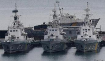 قبيل قمة لتسوية النزاع بشرق أوكرانيا .. روسيا تعيد ثلاث سفن عسكرية