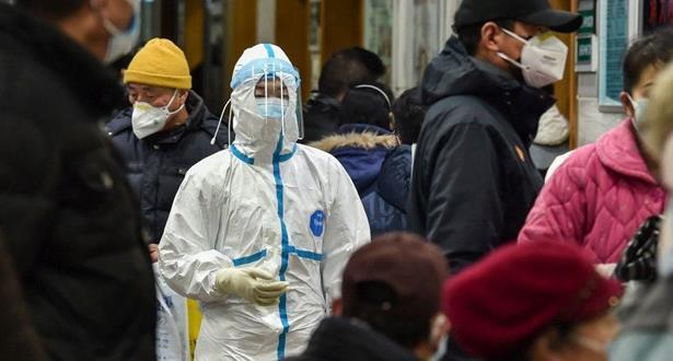 الصين تبني مركزًا للحجر الصحي في بؤرة جديدة لتفشي كوفيد-19