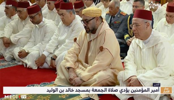 أمير المؤمنين يؤدي صلاة الجمعة بمسجد خالد بن الوليد بمدينة أكادير
