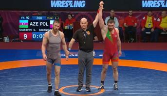 فوز الاذربيجاني ساريف زاريفوف بالميدالية الذهبية لبطولة أوروبا في المصارعة في وزن 92 كلغ