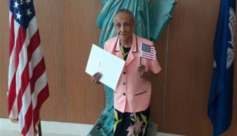 Elle devient citoyenne américaine... à 103 ans
