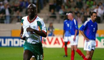 وفاة نجم الكرة السنغالية بابا ديوب صاحب الهدف الشهير في مرمى فرنسا