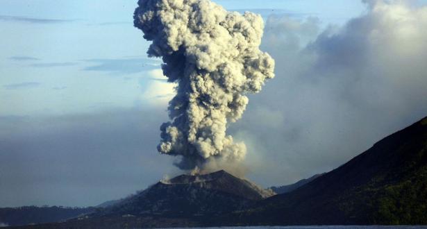إجلاء السكان من جزيرة في بابوا غينيا الجديدة بسبب ثورة بركان