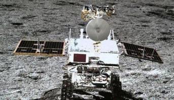 مركبة فضائية صينية تعثر على مواد يمكن أن تسهم في كشف سر تشكيل القمر والأرض وتطورهما