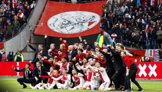 أياكس يتوج بلقب الدوري الهولندي للمرة الـ 34