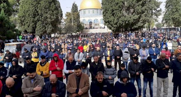 حوالي 50 ألف فلسطيني يؤدون صلاة الجمعة بالمسجد الأقصى المبارك