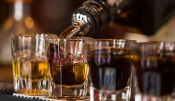دراسة حديثة تكشف المضاعفات الخطيرة لتناول الكحول أثناء فترة المراهقة