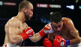 الملاكم الروسي ألكسندر بيسبوتين يتوج بطلا للعالم في الوزن الخفيف