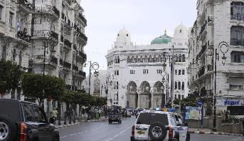 الجزائر.. انهيار ثلاثة منازل وتشققات في 31 آخر إثر هزتين أرضيتين شرق البلاد