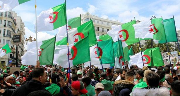 الطلبة الجزائريون يتظاهرون ضد دعوة الرئيس الانتقالي إلى الحوار