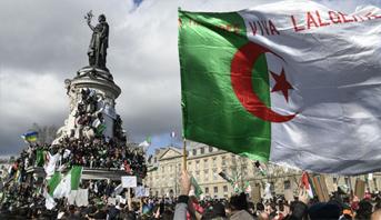 مظاهرات حاشدة للجزائريين في شوارع باريس للأسبوع العاشر على التوالي