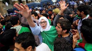 الجزائر مستمرة في حراكها الكبير والطلبة يواصلون رفع شعارات التغيير