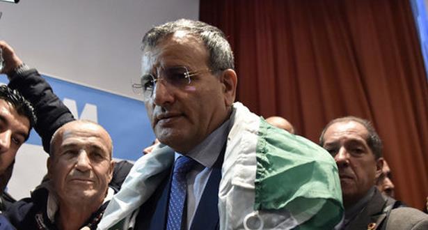 الأمن الجزائري يضيق الخناق على جنرال متقاعد مرشح للانتخابات الرئاسية
