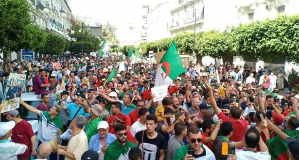 الجزائريون يتظاهرون الجمعة بعد انقضاء مدة الرئيس الانتقالي