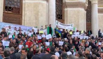 سقف مطالب الحراك الجزائري يرتفع .. متظاهرون يطالبون برحيل قايد صالح