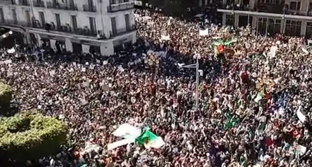 الجزائريون ينزلون إلى الشارع للجمعة التاسعة على التوالي