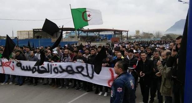 وقفات احتجاجية ومسيرات في الجزائر ضد الولاية الخامسة لبوتفليقة