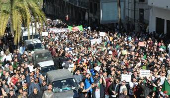 جمعة جديدة من المظاهرات الحاشدة في شوارع الجزائر وصفها الإعلام بالاستثنائية