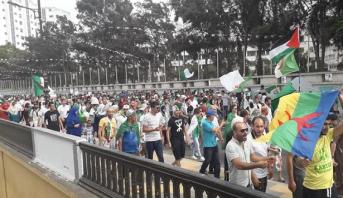 تظاهرات حاشدة في العاصمة الجزائرية ترفض دعوة السلطة إلى الحوار