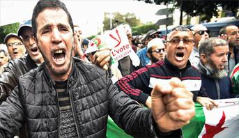 تواصل المظاهرات ضد الاقتراع الرئاسي في الجزائر