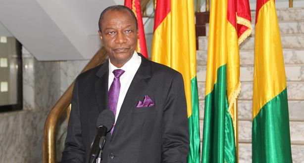 Guinée: le président Alpha Condé annonce la réouverture des frontières aériennes à partir de vendredi