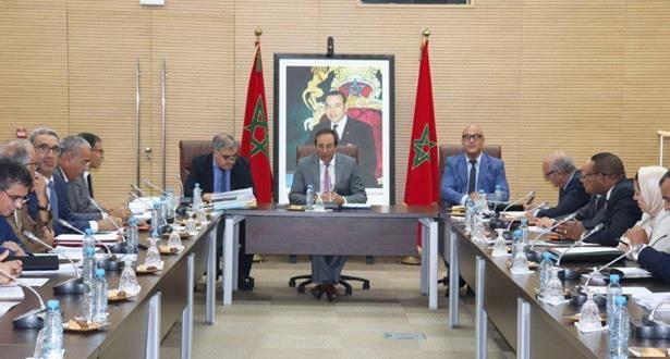 وزير التجهيز والماء يجتمع بمديري وكالات الأحواض المائية للوقوف على إجراءات تأمين التزود بالماء الشروب