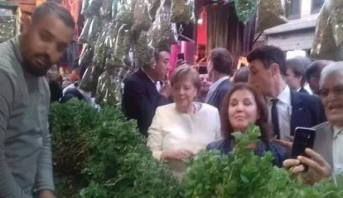 أنجيلا ميركل تتجول في أسواق مراكش