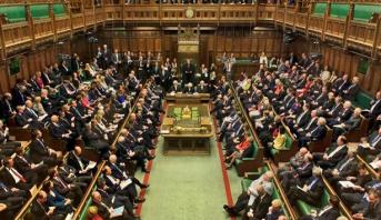 بريكسيت.. البرلمان البريطاني يعتمد قانونا ينهي حرية حركة العمال ابتداء من سنة 2021