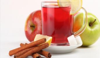 دراسة: تناول التفاح والشاي يوميا يحمي من أمراض السرطان والقلب